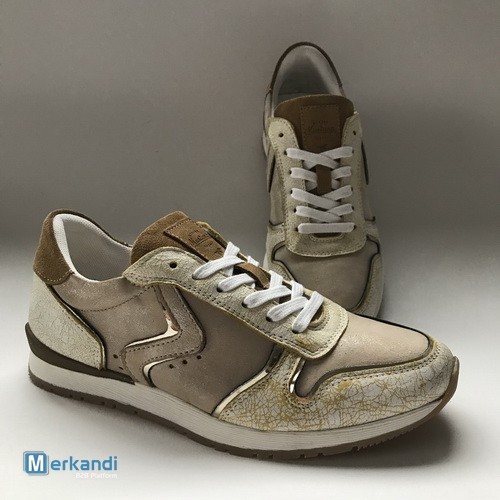 Mustang footwear for men